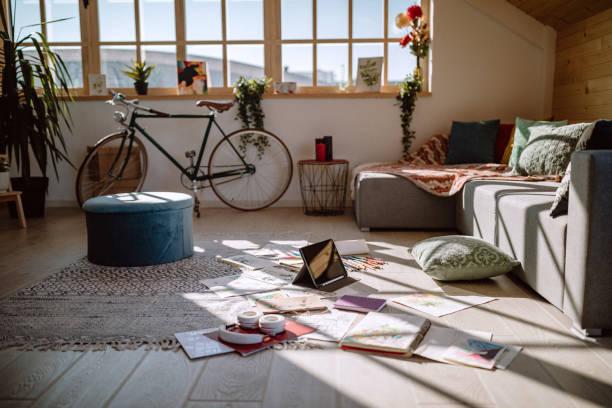Messy Living Room Of Artist:スマホ壁紙(壁紙.com)