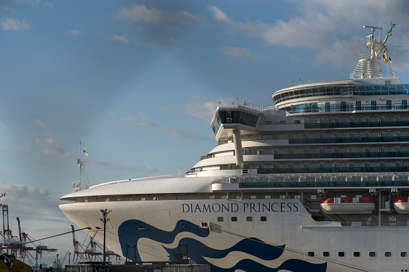 Ship「Passengers Disembark Diamond Princess Cruise Ship After Quarantine Ends」:写真・画像(12)[壁紙.com]