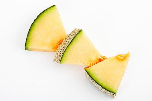 メロン「Three pieces of Galia Melon on white ground」:スマホ壁紙(8)