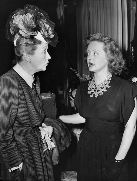 Beverly Hills Hotel「Hedda Hopper And Bette Davis」:写真・画像(8)[壁紙.com]