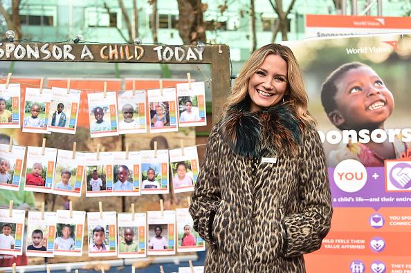 Gift Shop「Jennifer Nettles Visits World Vision Give Back Gift Shop」:写真・画像(11)[壁紙.com]