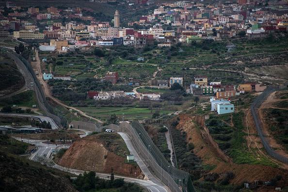 Fence「Number Of Syrian Refugees Rises At The Spanish Border Of Melilla」:写真・画像(13)[壁紙.com]
