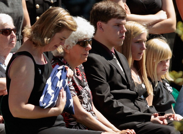 Colonel「Burial Held At Arlington For Marine Killed In Afghanistan」:写真・画像(11)[壁紙.com]