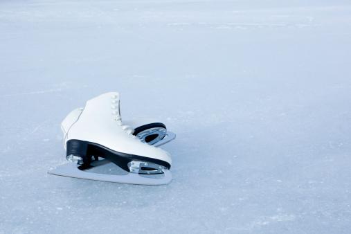 Ice-skating「Ice skates」:スマホ壁紙(13)