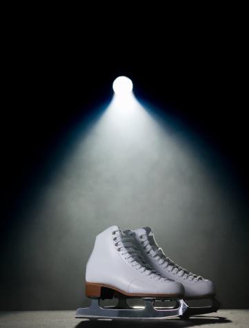 Dry Ice「Ice skates in spotlight」:スマホ壁紙(14)