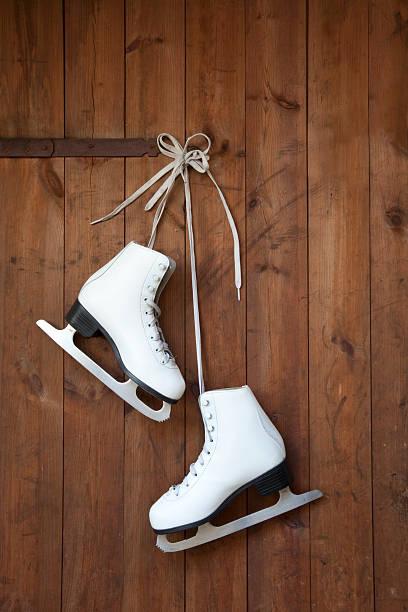 Ice skates hanging from wooden door:スマホ壁紙(壁紙.com)