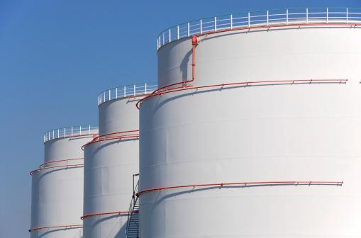 Oil Industry「Mineral oil storage tank farm」:スマホ壁紙(1)