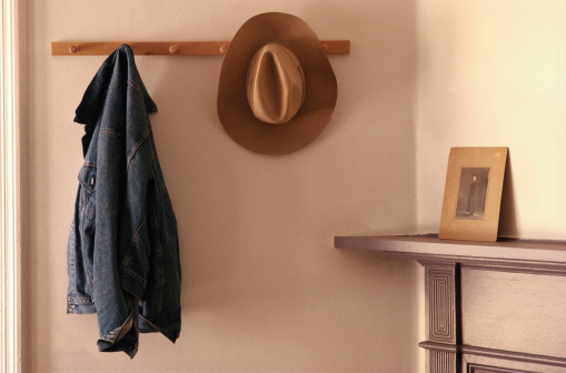 Corner「Cowboy Hat and Jacket on Rack」:スマホ壁紙(16)