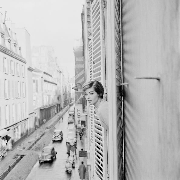 女性一人「Paris Hotel」:写真・画像(9)[壁紙.com]
