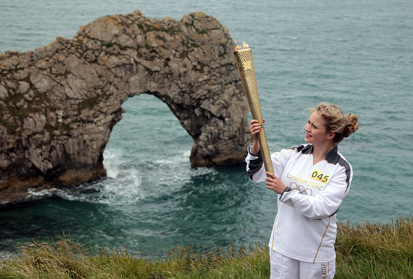 2012 Summer Olympics - London「The Olympic Torch Continues Its Journey Around The UK」:写真・画像(5)[壁紙.com]