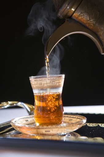 Tradition「Pouring Steamy Hot Tea with Dallah into Cup. Dubai, United Arab Emirates」:スマホ壁紙(19)