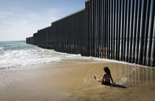 Baja California Peninsula「President Trump Signs Memorandum To Deploy National Guard To Mexican Border」:写真・画像(15)[壁紙.com]