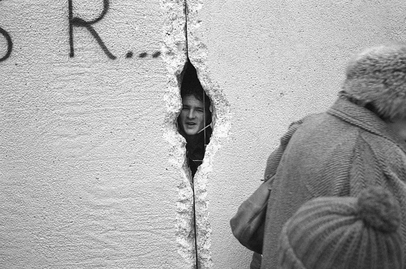 Surrounding Wall「Peeping Into The GDR」:写真・画像(3)[壁紙.com]