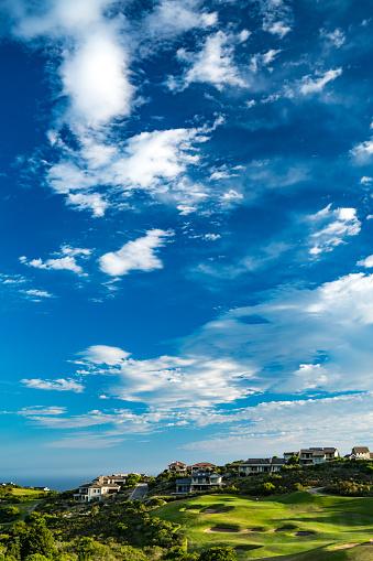 ゴルフ「Golf course with dramatic sky and clouds, Pezula, Knysna, Western Cape, South Africa」:スマホ壁紙(5)