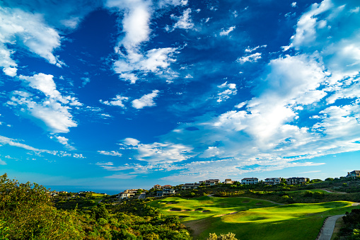 ゴルフ「Golf course with dramatic sky and clouds, Pezula, Knysna, Western Cape, South Africa」:スマホ壁紙(6)