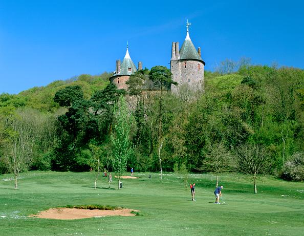 Sand Trap「Golf course and Castell Coch, Tongwynlais, near Cardiff, Wales.」:写真・画像(14)[壁紙.com]