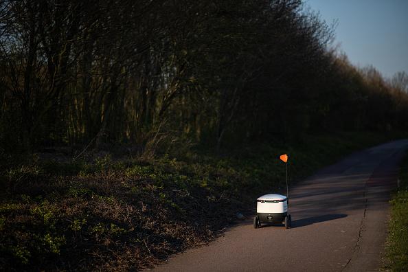 Footpath「Robot Shoppers Prove Their Use During Coronavirus Pandemic」:写真・画像(11)[壁紙.com]