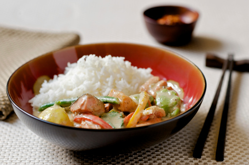Basmati Rice「Thai Curry with Fish, Vegetables, and Rice in Asian Setting」:スマホ壁紙(18)
