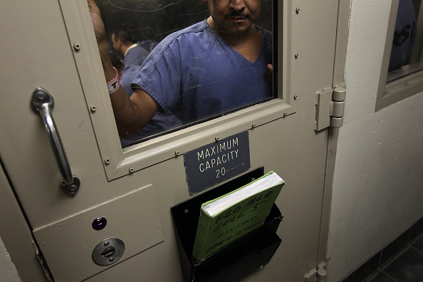 Arizona「Undocumented Immigrants Await Deportation At Arizona Detention Centers」:写真・画像(15)[壁紙.com]