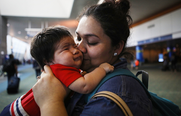 Immigration Detention Center「Asylum Seeking Mexican Immigrant Reunited With Family After Months Of Detainment」:写真・画像(12)[壁紙.com]