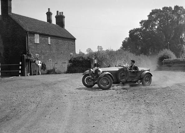 Dust「Bugatti Type 30 competing in the Singer CC Rushmere Hill Climb, Shropshire 1935」:写真・画像(8)[壁紙.com]