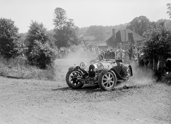 モノクロ「Bugatti Type 37, Bugatti Owners Club Hill Climb, Chalfont St Peter, Buckinghamshire, 1935」:写真・画像(11)[壁紙.com]