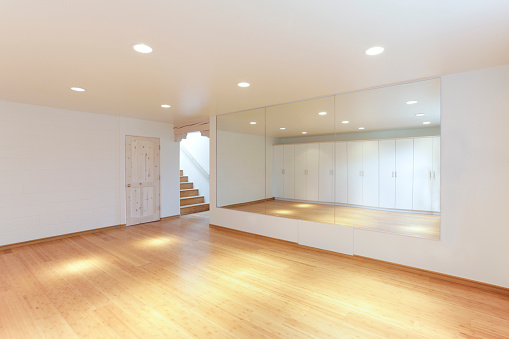Santa Fe - New Mexico「Mirror and cabinets in empty studio」:スマホ壁紙(16)
