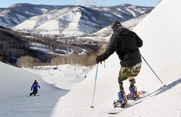 スキー「Severely Wounded Soldiers Learn To Ski At Winter Retreat In Vail」:写真・画像(11)[壁紙.com]
