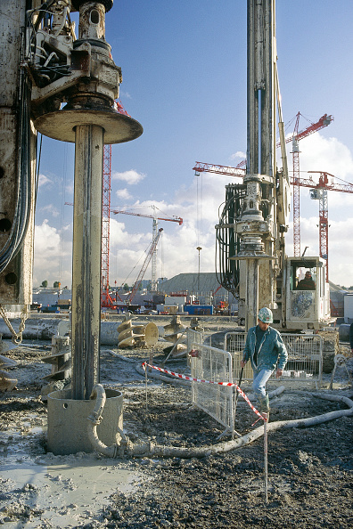 Wet「Bored piles being installed using pumped bentonite support at the Stade de France site, northern Paris.」:写真・画像(11)[壁紙.com]