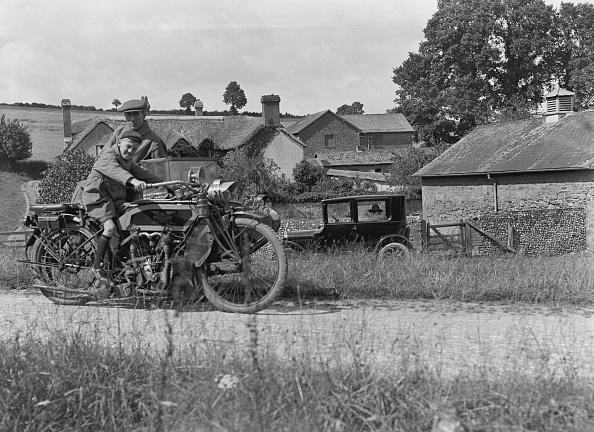 The Montifraulo Collection「Schoolboy On Motorbike」:写真・画像(16)[壁紙.com]