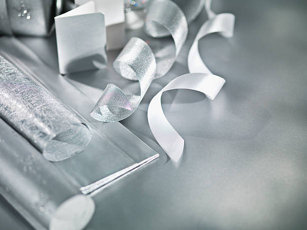 Silver Christmas wrapping paper and ribbon:スマホ壁紙(壁紙.com)