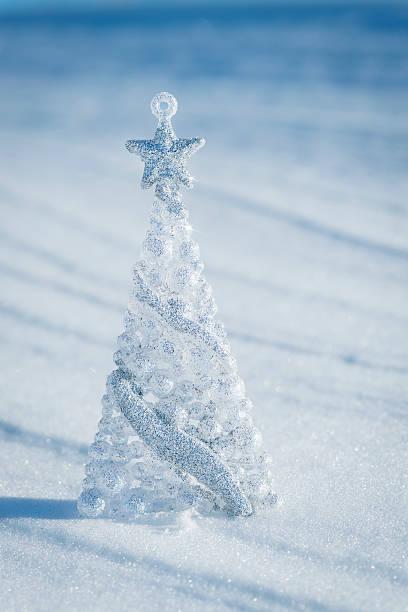 Silver Christmas Tree with Star against Blue Background:スマホ壁紙(壁紙.com)