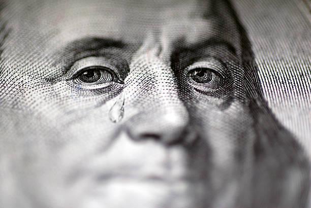 Tear falling from face on US dollar bill, close-up:スマホ壁紙(壁紙.com)