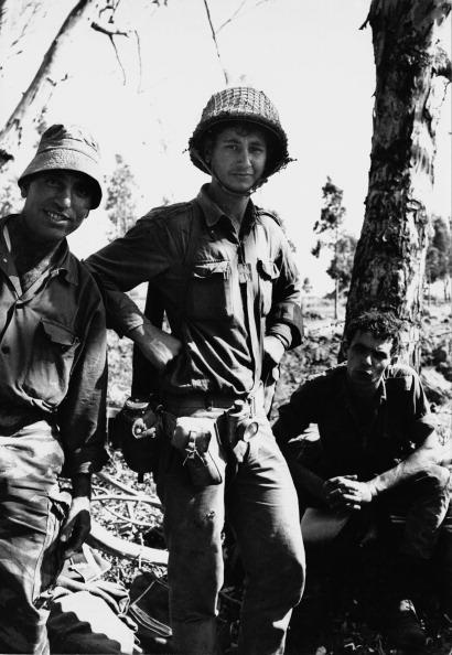 Three People「Six-Day War」:写真・画像(1)[壁紙.com]