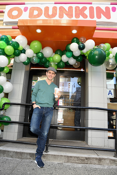 Rebranding「Dunkin' Rebrands To O'Dunkin' And Celebrates With Joey McIntyre Serving Free Irish Creme Coffee And Lattes To Guests In NYC」:写真・画像(11)[壁紙.com]