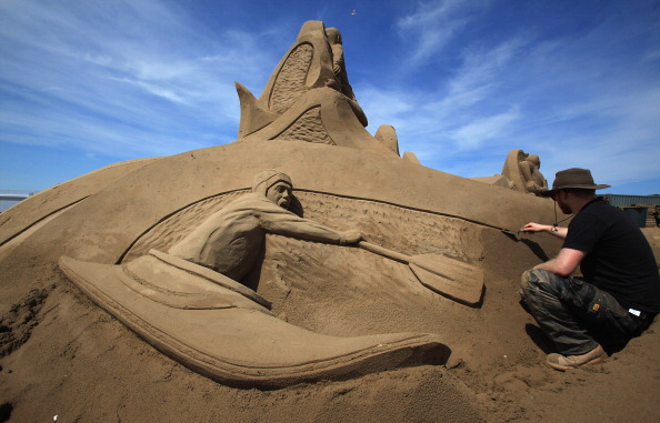 Weston-super-Mare「Artists Put The Finishing Touches To The Weston Super Mare Sand Sculptures」:写真・画像(12)[壁紙.com]