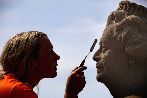 Weston-super-Mare「Artists Put The Finishing Touches To The Weston Super Mare Sand Sculptures」:写真・画像(3)[壁紙.com]