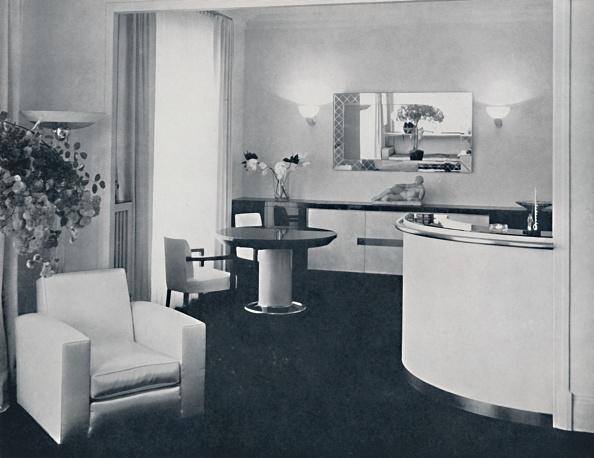 Dining Room「Jacques Adnet - Bar Corner Of A Dining-Room The Furniture Is In Polished Black Pearwood」:写真・画像(2)[壁紙.com]