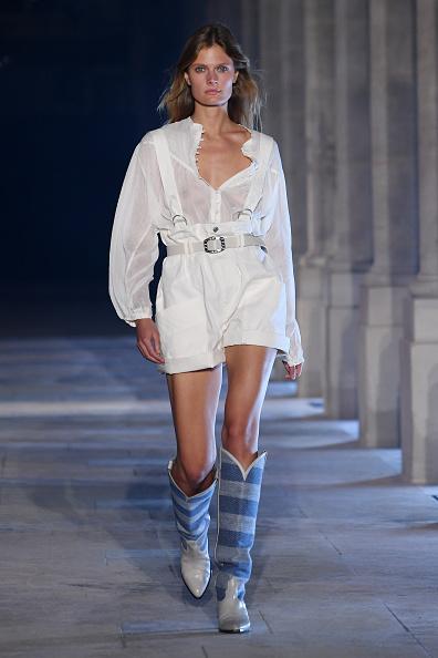 Catwalk - Stage「Isabel Marant : Runway - Paris Fashion Week - Womenswear Spring Summer 2021」:写真・画像(15)[壁紙.com]