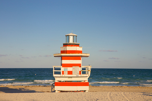 Miami Beach「Colorful red and white striped lifeguard tower, Miami Beach」:スマホ壁紙(8)