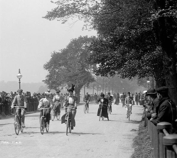 Edwardian Style「Cycling In Hyde Park」:写真・画像(11)[壁紙.com]