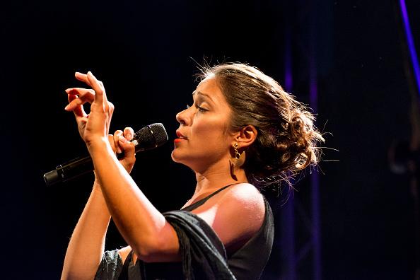 ワールドミュージック「Raquel Tavares」:写真・画像(1)[壁紙.com]
