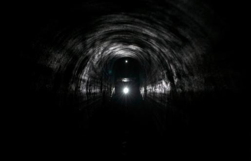 Passenger Train「Headlamp in an underground tunnel」:スマホ壁紙(17)