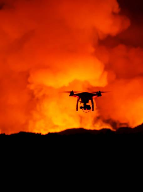 Radio controlled Drone with Camera. Eruption at Holuhraun Fissure, Bardarbunga Volcano, Iceland:スマホ壁紙(壁紙.com)