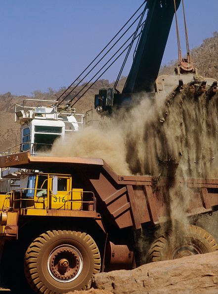 Iron - Metal「Loading rigid dumper truck at Mt Tom Price Rio Tinto iron ore mine, Australia.」:写真・画像(3)[壁紙.com]