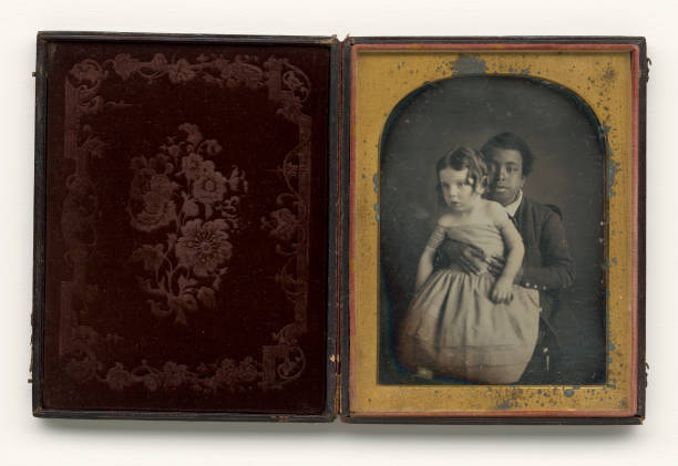 Daguerreotype Of A Boy Holding A White Baby:ニュース(壁紙.com)