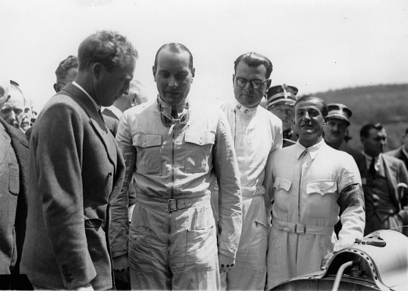 Spa「Hans Stuck. German motor racing driver (m.) at the race in Spa. Left: King Leopold III of Belgium. July 12th 1937. Photograph. (Photo by Imagno/Getty Images) Der deutsche Automobilrennfahrer Hans Stuck (Mitte) beim Autorennen in Spa. Links: König Leopold」:写真・画像(17)[壁紙.com]