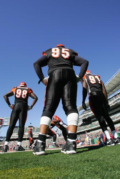 Defensive Lineman - American Football Player「Early Season Snow Blankets Denver Area」:写真・画像(13)[壁紙.com]