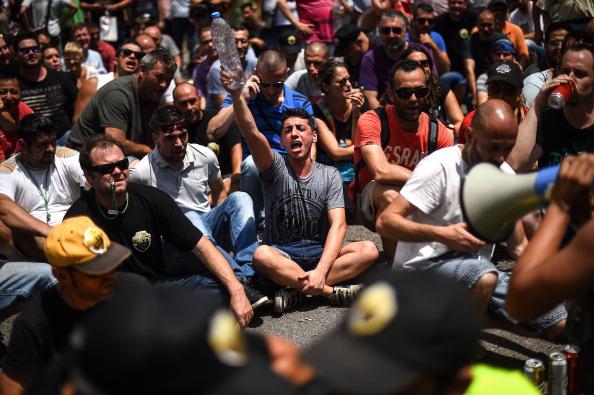 David Ramos「Barcelona Cabs Strike Against Uber Taxi App」:写真・画像(2)[壁紙.com]