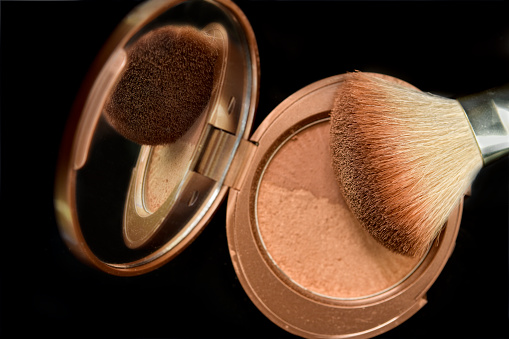 Hand Mirror「Bronzer face powder with brush and reflection」:スマホ壁紙(9)